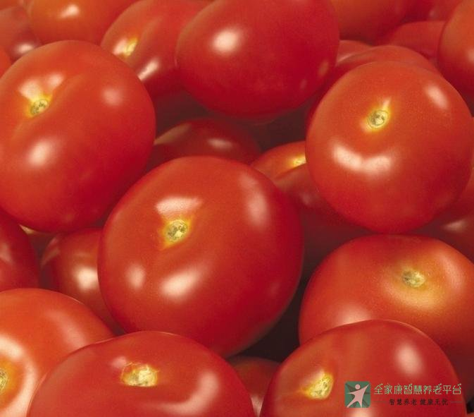西红柿有生津止渴、健胃消食、清热消暑、补肾利尿等功能,可治热病伤津口渴、食欲不振、暑热内盛等病症。它有显着止血、降压、降低胆固醇作用,对治疗血友病和癞皮病有特殊功效。还有很多,一起学学。  黄色品种的西红柿中番茄红素含量很少,每100克仅含0.3毫克;红色品种的西红柿则含量较高,一般每100克含2—3毫克,最高能达到20毫克。一般来说,西红柿颜色越红,番茄红素含量越高,未成熟和半成熟的青色西红柿番茄红素含量相对较低。市场上还有一种粉红色的西红柿,番茄红素的含量也不如红色的高。 番茄红素的含量与